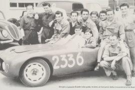 Giorgio e Galeazzo Boattini insieme ai meccanici Fiat Boattini